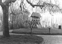 Gersloot klokkenstoel op begraafplaats 1980