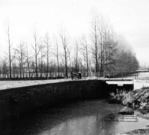 Nieuwebrug vervallen sluis in de Nieuwe vaart 1971