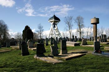 Nes klokkestoel met kerkhof